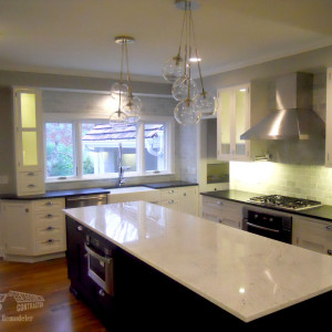 Southwestern-Remodeling-Kitchens-Glass-Chandelier-2